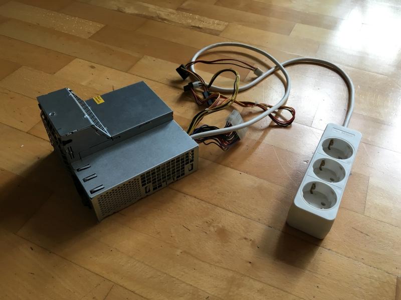 ATX-Netzteil mit Dreifachsteckleiste