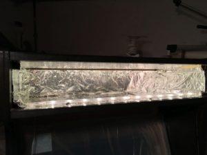 Hohlraum hinter Marquee mit Aluminium-Folie augekleidet und LED-Leiste montiert